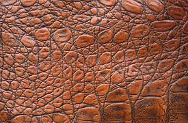 L industrie du cuir a toujours cherché de nouveaux procédés. L apparition  des machines de refendage a permis de doubler la surface de peau à traiter. 6d08a9c37e3